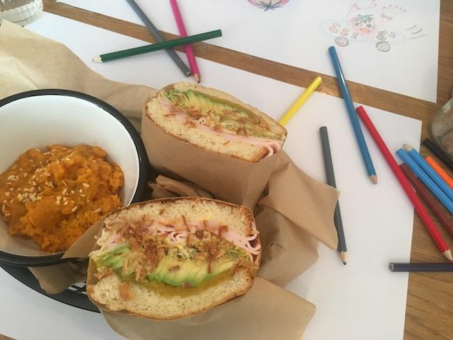 パリの『PAPERBOY(ペーパーボーイ)』のサンドイッチ