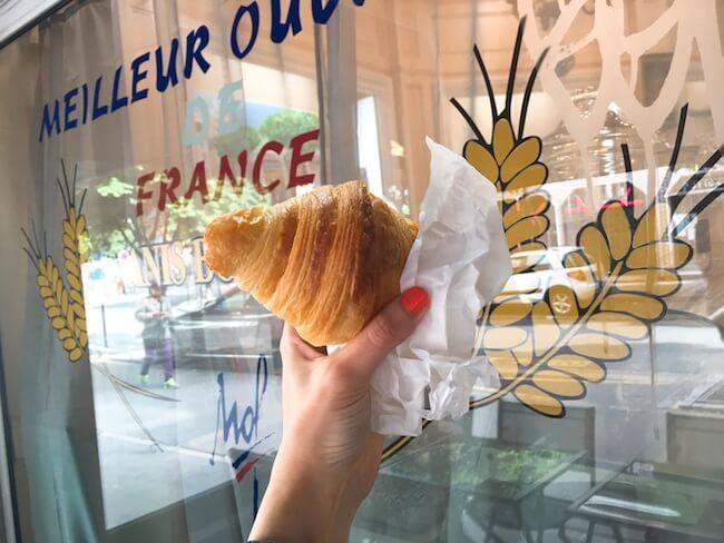 パン屋『ドゥ ラ シャペル』のクロワッサン