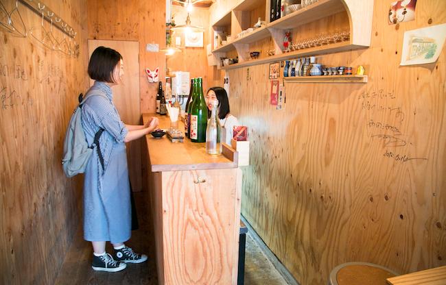 スタンディングスタイルで日本酒を楽しめるお店、人形町『3bis(トワビス)』