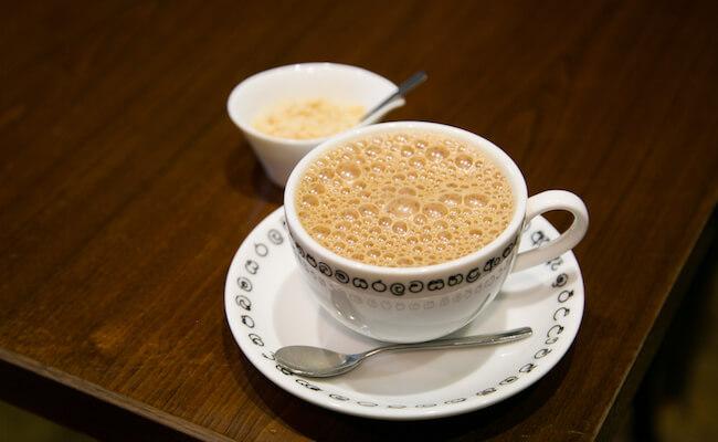 『chai break(チャイブレイク)』の空気をたっぷり含んだチャイ
