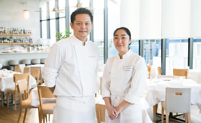 『BISTRO MARX(ビストロ・マルクス)』の総料理長の小泉敦子さん(右)とスー・シェフの大塚哲郎さん(左)