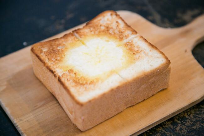 『銀座に志かわ』の食パンをトースト