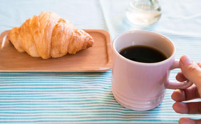 クロワッサンと、ぱんじかんのコーヒー