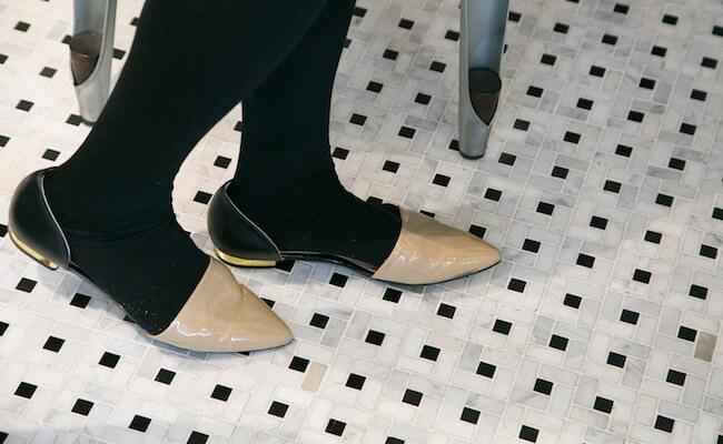 『LUCAs BAKER TOKYO(ルーカスベイカートーキョー)』のこだわりのタイルの床