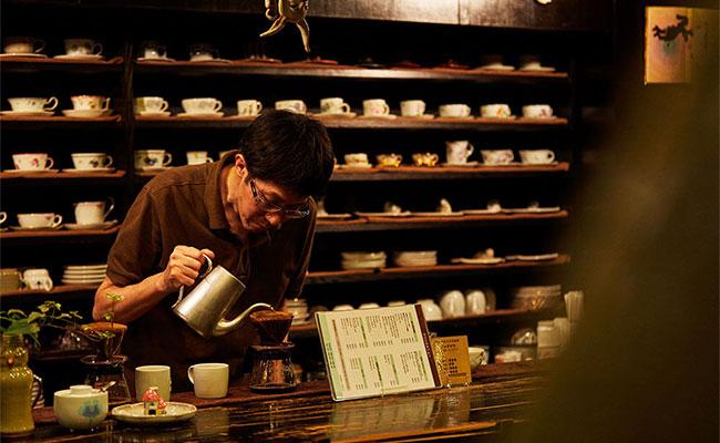 昭和の空間が残る純喫茶。店主のこだわりが詰まった空間でコーヒーとあまいものをいただきながら過ごす時間は至福のひととき。そんな純喫茶の魅力を東京喫茶店研究所2代目所長の難波里奈さんに伺ってきました。
