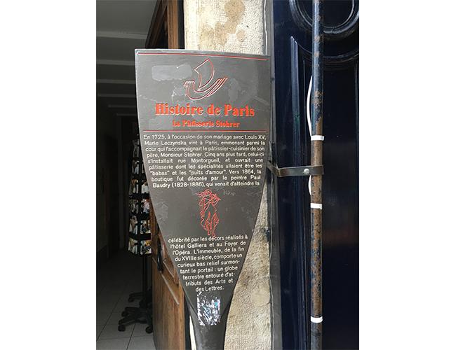パリ最古のパティスリー『Stohrer(ストレール)』の看板