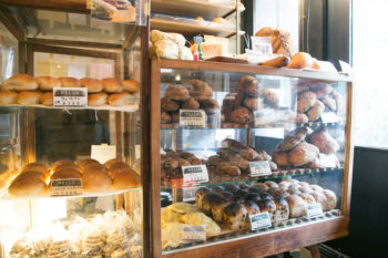 お花×パン。さまざまな出会いがあるパン屋・千駄木『ベーカリーミウラ』
