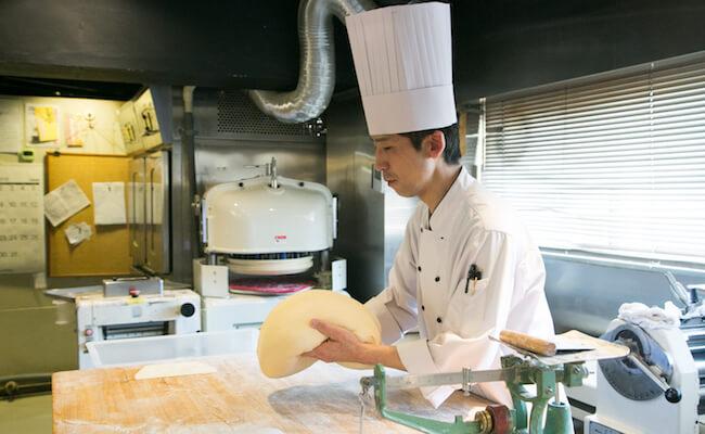 『TOTSZEN BAKER`S KITCHEN(トツゼンベーカーズキッチン)』の店長・内山さん