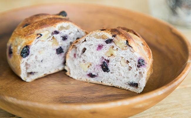 保谷のパン屋『Pittoresque(ピトレスク)』の「クルミと山ブドウ」