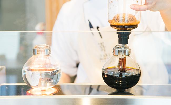 食パン専門店『嵜本』のサイフォンで淹れるオリジナルブレンドコーヒー