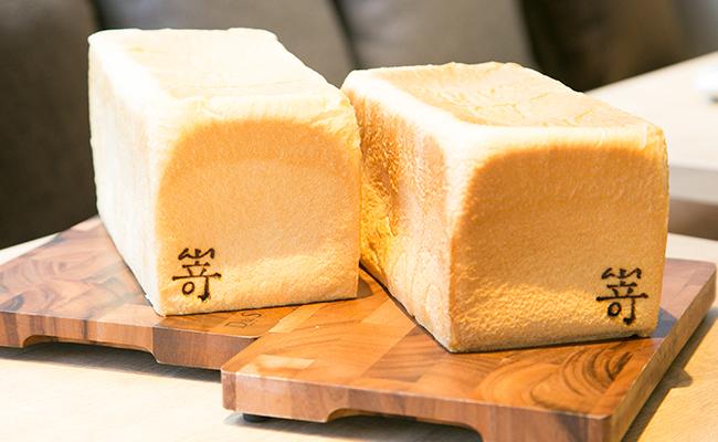 """食パン専門店『嵜本』の「極美""""ナチュラル""""食パン」と「極生""""ミルクバター""""食パン」"""