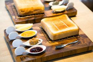 大阪で話題の高級食パンがついに東京へ。田園調布『嵜本』の極美&極生食パン