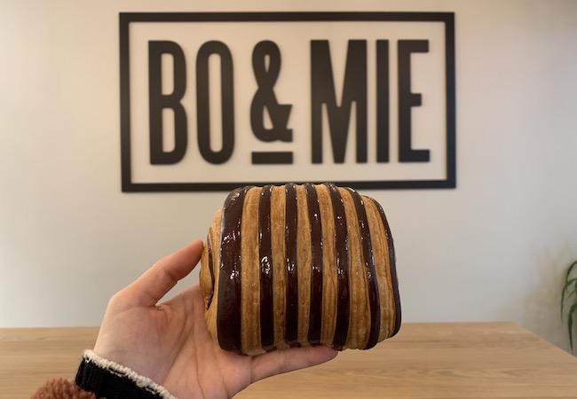 パリのパン屋さん『BO&MIE(ボ アンド ミー)』のパンオショコラ