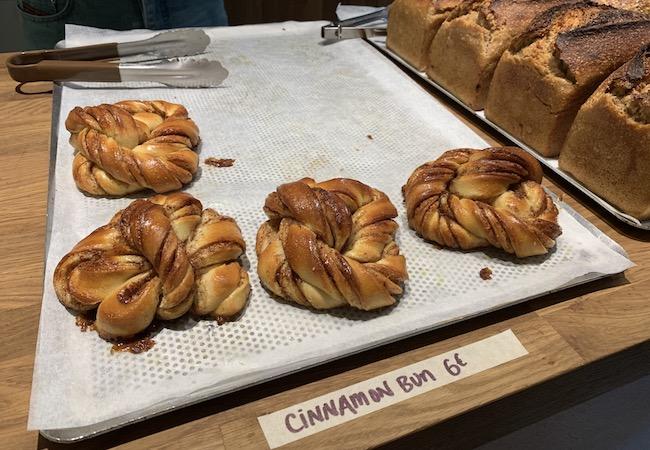 パリのパン屋『Circus Bakery』のシナモンロール