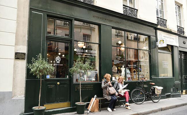内なる美しさを引き出すコスメ『ビュリー』。パリ2号店でコスメ探しとカフェタイム