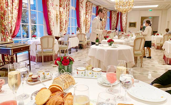 憧れのパリの最高級ホテルで楽しむ!シャンパンといただく贅沢モーニング