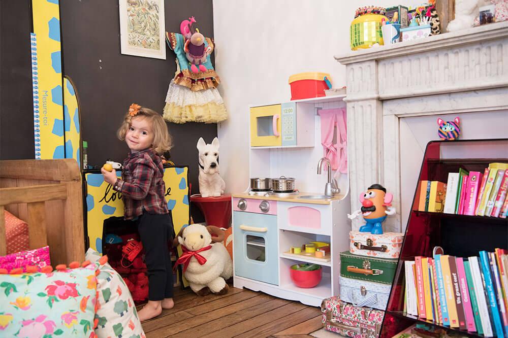 小さいときからベッドルームは別々!?パリジェンヌの子育て事情