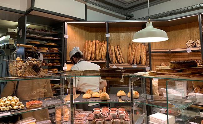 パリのパン屋『Utopie(ユトピ)』の店内に並ぶパン