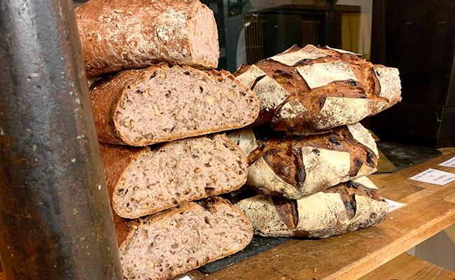 パリのパン屋『Utopie(ユトピ)』のクルミパン