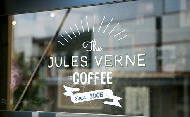 ジュールヴェルヌコーヒーの看板