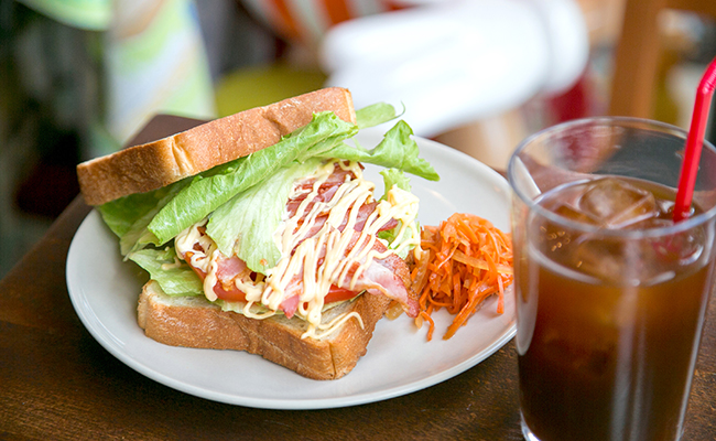 三軒茶屋のパン屋『nukumuku(ヌクムク)』の「B・L・T サンドイッチ」