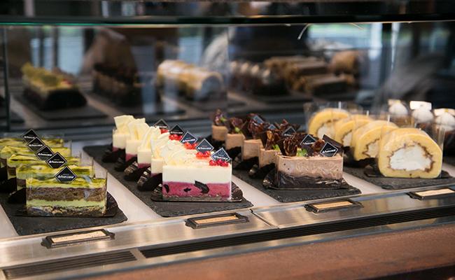 『DIXANS JIMBOCHO(ディソン ジンボウチョウ)』に並ぶケーキ