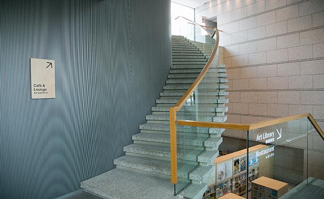 東京都現代美術館内の階段