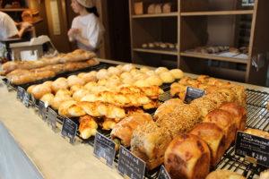 毎日通いたくなる『根津のパン』で出会った、もっちりしっとり食感の自家製酵母パン