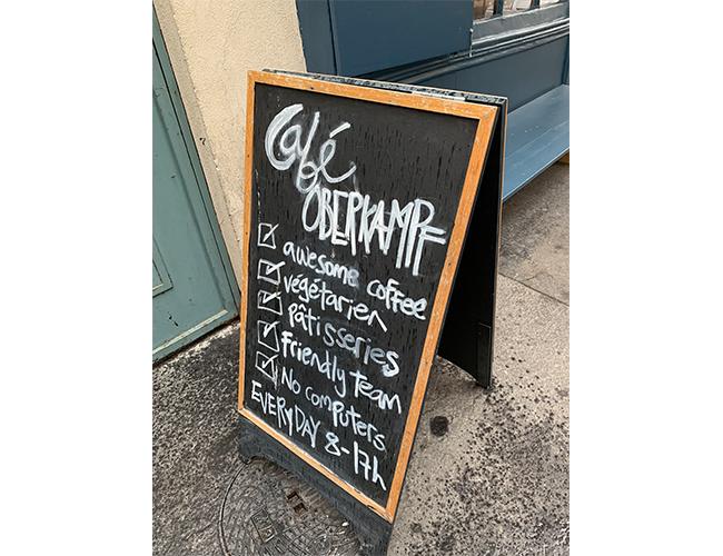 『Café Oberkampf(カフェ・オベルカンフ)』の看板
