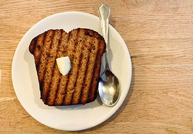 『Café Oberkampf(カフェ・オベルカンフ)』のバナナブレッド