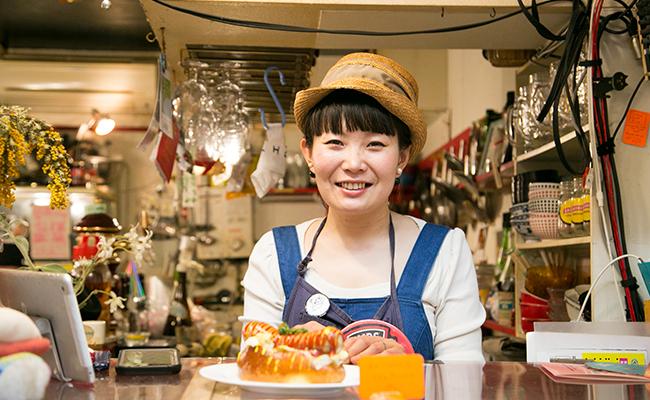 三軒茶屋『クジラ荘』の店主・小淵さん