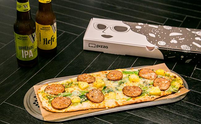 六本木『R PIZZA(アール・ピザ)』のカスタムピザ