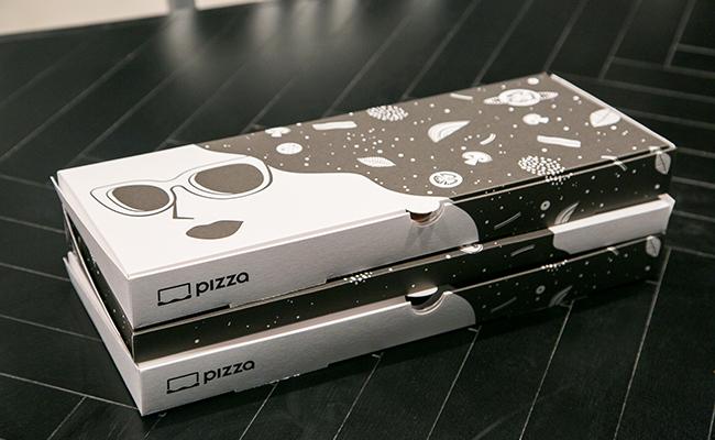 六本木『R PIZZA(アール・ピザ)』のテイクアウトBOX