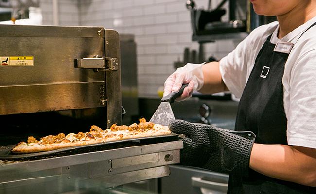 焼きあがったカスタムピザ