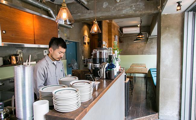 『Satén japanese tea(サテン ジャパニーズティー)』バリスタの藤岡さん