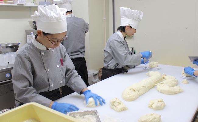 パンを作る様子