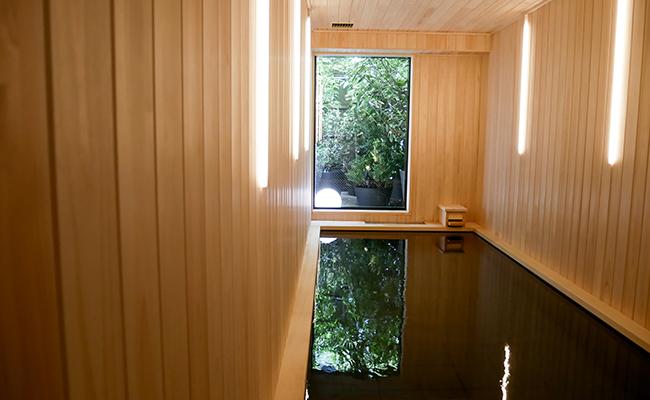 浅草橋のミニマルホテル『OUR OUR』の檜風呂