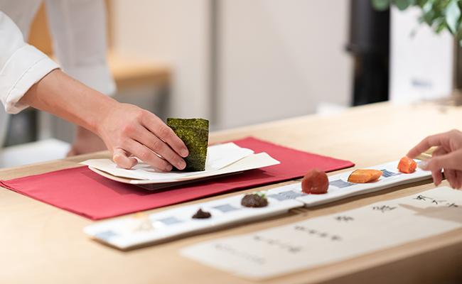 浅草橋のミニマルホテル『OUR OUR』の朝食「自家製おにぎり」
