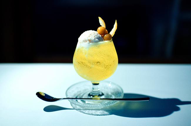 満月の夜にだけ飲めるクリームソーダ