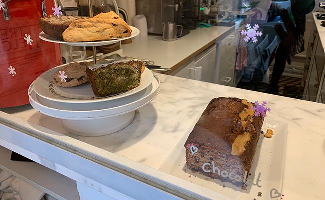 パリのカフェ『Lily of the Valley』のケーキ