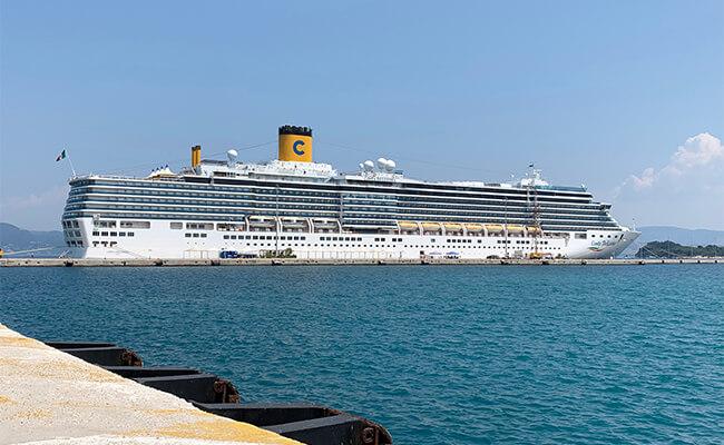 まるで動くホテル!?超巨大クルーズ船で過ごす夏のバカンス