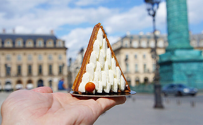 マンダリンオリエンタル内の『Cake Shop』で彫刻のようなスイーツを