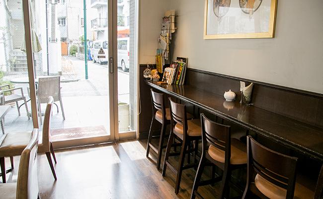代々木上原『Main Mano(マンマーノ)』のカフェスペース
