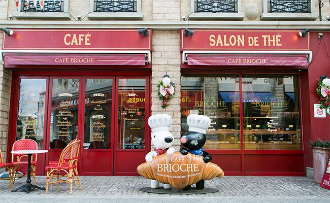 リサとガスパールタウン内の『カフェ ブリオッシュ』