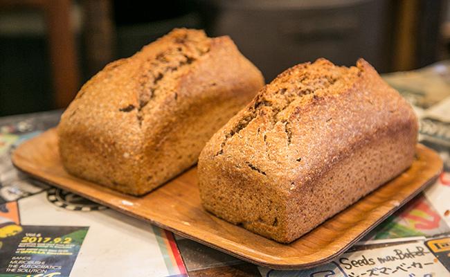 『Seeds manBakeR(シーズマンベーカー)』の全粒粉100%のパン