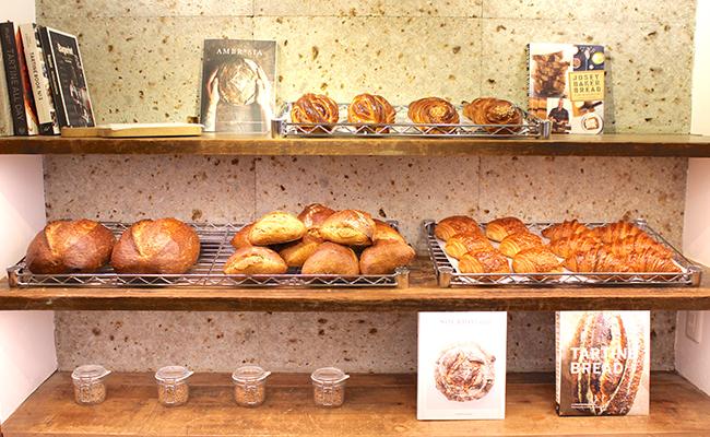 『VANER』に並ぶパン