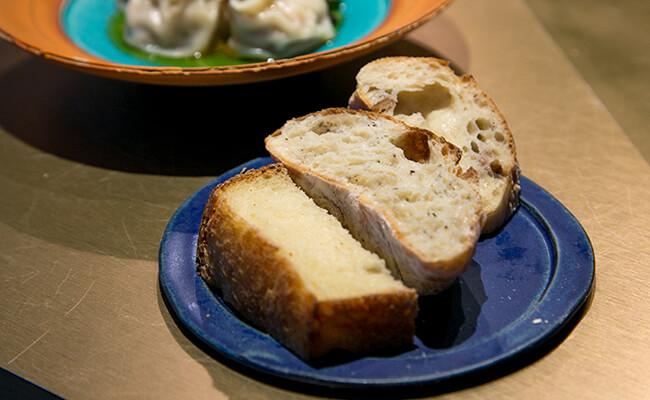 根津『Cise』の「パン3種盛り合わせ」
