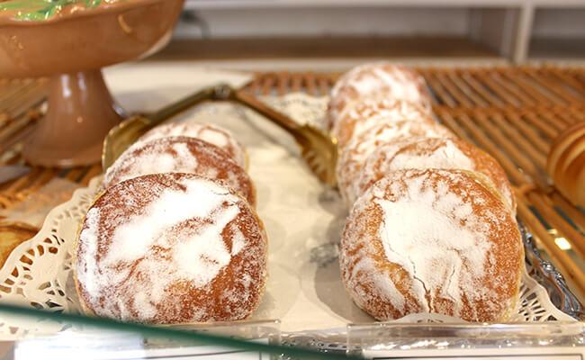 『ブーランジェリー・パティスリー・アダチ』のパン