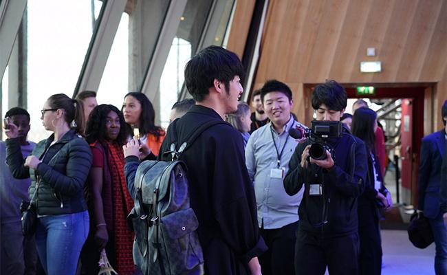 日本人初!キングコング西野亮廣さんの個展がエッフェル塔で開催!