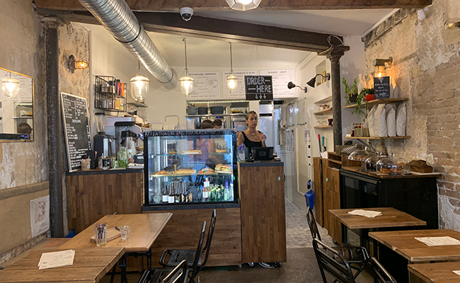 『Baguett's Café(バケットカフェ)』の店内